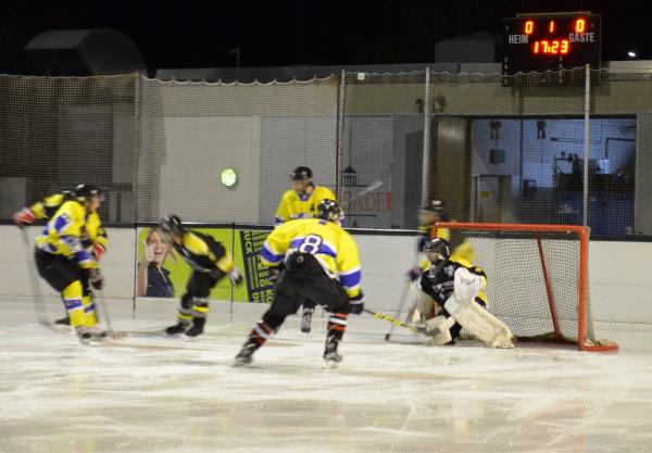 Ice Tigers verlieren unglücklich gegen Wallernhausen
